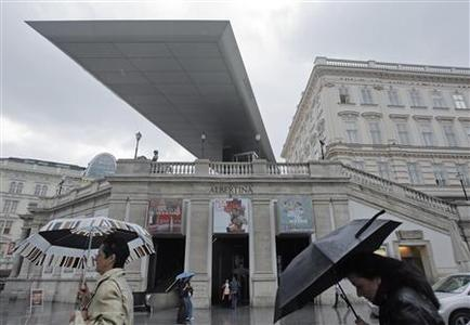 Vienna's Albertina Museum is pictured during rainfall in Vienna June 24, 2009. The Albertina Museum, home to landmark Impressionist works by Monet and Renoir, will start removing 950,000 artworks from its leaking underground depot following some of Austria's heaviest downpours in 50 years. REUTERS/Heinz-Peter Bader