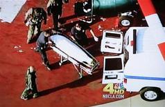 <p>La salma di Michael Jackson caricata su un'ambulanza. . REUTERS/KNBC4/Handout</p>