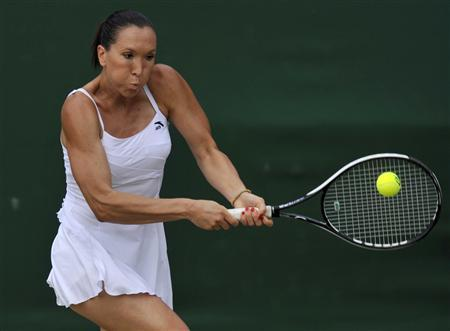 Jelena Jankovic of Serbia returns the ball to Melanie Oudin of the U.S. during their match at the Wimbledon tennis championships, in London June 27, 2009. REUTERS/Kieran Doherty