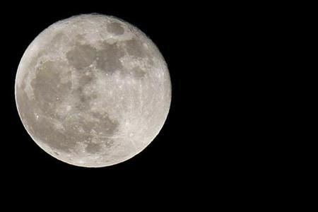 The waning moon is seen over Amman, June 8, 2009. REUTERS/Muhammad Hamed