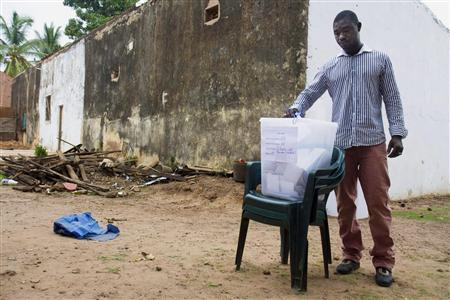 A voter casts his ballot at a polling station in the capital Bissau June 28, 2009. REUTERS/Joe Penney