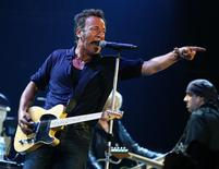 <p>U.S. singer Bruce Springsteen performs at the Glastonbury Festival 2009 in south west England June 27, 2009. REUTERS/Luke MacGregor</p>