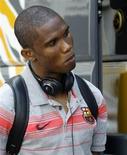 <p>O Barcelona ofereceu ao atacante Samuel Eto'o uma proposta de renovação de contrato por mais dois anos, informou o clube nesta terça-feira, após o empresário do jogador ter criticado a equipe pela demora na negociação. REUTERS/Gustau Nacarino (SPAIN SPORT SOCCER)</p>