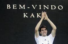 <p>Kaká é apresentado por seu novo time, o Real Madrid, após uma negociações milionária que o tirou do Milan 30/06/2009 REUTERS/Juan Medina</p>