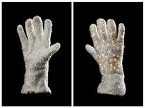 <p>Luva de Michael Jackson que será leiloada. REUTERS/Profiles in History/Handout</p>
