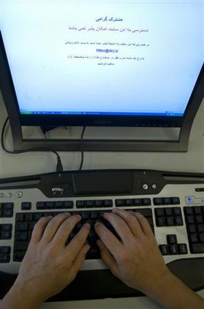 An Internet user tries to log onto social networking site Facebook in Tehran May 25, 2009. REUTERS/Morteza Nikoubazl
