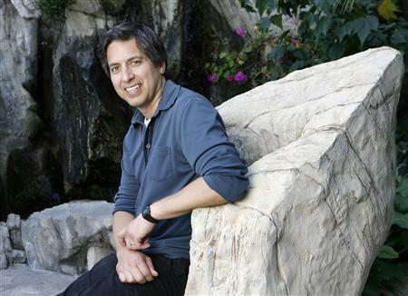 Actor Ray Romano, who gives his voice to Manny in the animated movie ''Ice Age: Dawn of the Dinosaurs'' poses for a portrait in Marina del Rey, California June 8, 2009. REUTERS/Mario Anzuoni