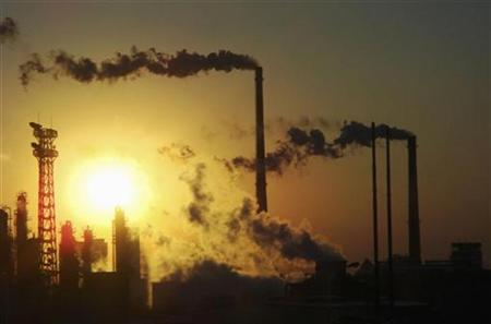 Smoke billows from chimneys at a chemical factory in Tianjin Municipality in this December 23, 2008 file photo. REUTERS/Stringer