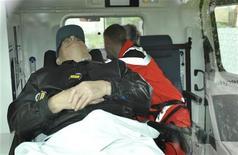 """<p>Иван Демьянюк, обвиняемый в пособничестве нацистам, в машине """"скорой помощи"""", на которой его доставили в тюрьму в Мюнхене12 мая 2009 года. Медицинские эксперты пришли к выводу, что 89-летний Иван Демьянюк, обвиняемый в пособничестве нацистам, находится в достаточно хорошей форме, чтобы предстать перед судом в Германии, сообщила в пятницу немецкая прокуратура. REUTERS/Pool</p>"""