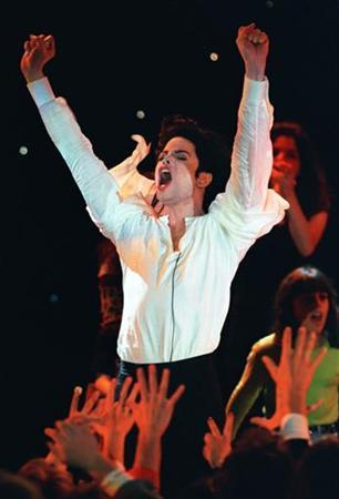 Superstar Michael Jackson performs as fans wave their hands during the World Music Awards ceremony at the Monte Carlo Sporting Club, May 8, 1996. REUTERS/file