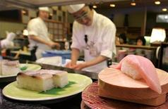 <p>Tuna on a sushi rotates on a conveyor-belt at a sushi bar in Kushiro in the eastern part of Hokkaido, northern Japan, February 10, 2007. REUTERS/Yuriko Nakao</p>