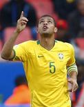 <p>Felipe Melo (em foto de arquivo) marcou o primeiro gol da seleção brasileira na final da Copa das Confederações contra os Estados Unidos, na África do Sul. REUTERS/Jerry Lampen</p>