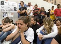 <p>Fãs choram pela morte do cantor Michael Jackson em Roma. 29/06/2009. REUTERS/Chris Helgren</p>