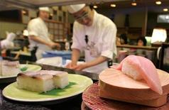 <p>Tuna on a sushi rotates on a conveyor-belt at a sushi bar in Kushiro in the eastern part of Hokkaido, northern Japan, February 10, 2007. REUTERS/Yuriko Nakao</p>