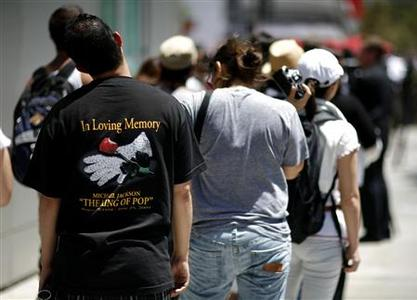 Fans of deceased pop star Michael Jackson stand in line outside Staples Center in Los Angeles, July 6, 2009. REUTERS/Mario Anzuoni