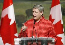 <p>Canadian Prime Minister Stephen Harper delivers a speech at his annual Prime Minister's BBQ during the Calgary Stampede in Calgary, Alberta, July 4, 2009. REUTERS/Todd Korol</p>