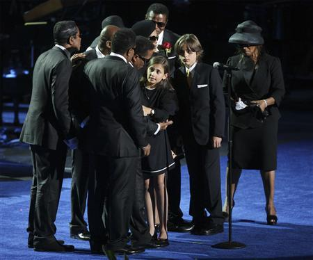Michael Jackson's daughter, Paris (C), and son, Prince Michael (2nd R), stand on stage with Jackson's siblings during memorial services for the late pop star in Los Angeles July 7, 2009. REUTERS/Mario Anzuoni