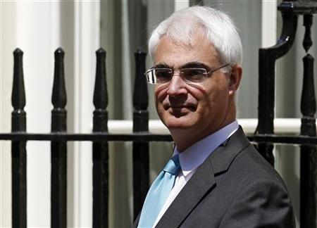 Chancellor Alistair Darling leaves 11 Downing Street in London June 29, 2009. REUTERS/Andrew Winning