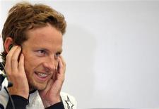 <p>Jenson Button, da Brawn GP, em foto de arquivo, pode virar o jogo contra Sebastian Vettel no GP da Alemanha. REUTERS/Nigel Roddis</p>