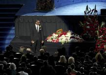 <p>Il cantante Usher alla commemorazione pubblica di Michael Jackson. REUTERS/Monica Almeida, The New York Times/Pool (UNITED STATES ENTERTAINMENT OBITUARY)</p>