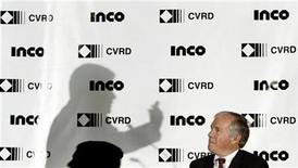 <p>Companhia Vale do Rio Doce (CVRD) President and Chief Executive Officer Roger Agnelli casts a shadow on the wall near Inco President and Chief Executive Officer Scott Hand (R) during a news conference in Toronto, October 25, 2006. REUTERS/J.P. Moczulski</p>