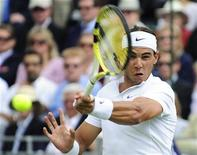 <p>Spain's Rafael Nadal returns the ball against Switzerland's Stanislas Wawrinka during the Tennis Classic at Hurlingham tournament in west London June 19, 2009. REUTERS/Toby Melville</p>