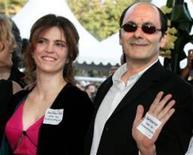 """<p>A diretora francesa Agnes Jaoui e o ator Jean-Pierre Bacri, em Cannes. Ambos assinam o filme """"Enquanto o Sol Não Vem"""", que estreia em São Paulo nesta sexta-feira. REUTERS/Eric Gaillard</p>"""