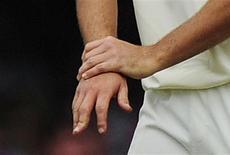 <p>Selon des chercheurs de l'université britannique de Keele, lancer un juron bien senti après s'être coincé le doigt ou cogné le coude semble contribuer à soulager la douleur. /Photo d'archives/REUTERS/Kieran Doherty</p>
