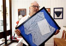 """<p>Mélangeant photomontages pop-art, peintures réalisées à partir de sous-vêtements imaginaires ou présentant des exemplaires véritables donnés principalement par des personnalités belges, l'artiste belge Jan Bucquoy vient d'ouvrir à Bruxelles le """"musée du slip"""". """"Si tu as peur de quelqu'un, d'un prof ou quoi, imagine-le en slip. Sous le slip on est tous égaux"""", explique-t-il. /Photo prise le 17 juillet 2009/REUTERS/Thierry Roge</p>"""