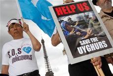 <p>Immagine d'archivio di una manifestazioone di uiguri a Parigi. REUTERS/Gareth Watkins (FRANCE POLITICS CONFLICT)</p>