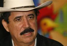 <p>Свергнутый президент Гондураса Мануэль Селайя пресс-конференции в Манагуа 19 июля 2009 года. Свергнутый президент Гондураса Мануэль Селайя в воскресенье заявил о намерении во что бы то ни стало вернуться на родину, не исключая при этом дальнейших переговоров с временным правительством. REUTERS/Oswaldo Rivas</p>