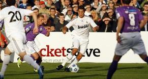 <p>Cristiano Ronaldo durante lance em jogo contra o Shamrock Rovers. REUTERS/Cathal McNaughton</p>