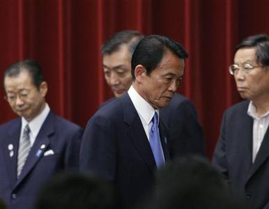 Japan's Prime Minister Taro Aso leaves a news conference at his official residence in Tokyo, July 21, 2009. REUTERS/Yuriko Nakao