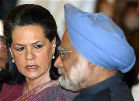 India's ruling Congress party Chief Sonia Gandhi talks with Prime Minister Manmohan Singh during an oath-taking ceremony inside the presidential palace in New Delhi May 28, 2009. REUTERS/B Mathur