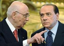 <p>Il presidente della Repubblica Giorgio Napolitano (a sinistra) e il premier Silvio Berlusconi in una foto del maggio 2008. REUTERS/Chris Helgren</p>