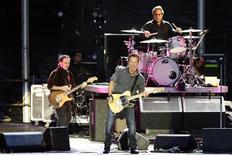 <p>Foto de arquivo do cantor norte-americano Bruce Springsteen em apresentação no Festival de Carhaix. 16/07/2009. REUTERS/Stephane Mahe</p>