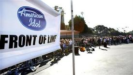 "<p>Contestants line up to audition for the television show ""American Idol"" at the Rose Bowl in Pasadena August 8, 2006. REUTERS/Mario Anzuoni</p>"