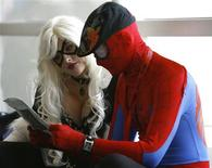 <p>Lorie Wheeler (L) and Dillon Oleata, dressed as Marvel Comics' Black Cat and Spider-Man, sit during the 40th annual Comic Con Convention in San Diego July 24, 2009. REUTERS/Mario Anzuoni</p>
