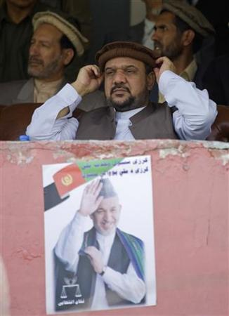 Mohammad Qasim Fahim (C), former vice-president and running mate of Hamid Karzai, adjusts his hat during a campaign rally in Kabul June 26, 2009. REUTERS/Shamil Zhumatov