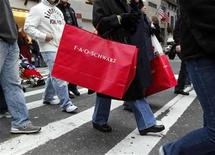 <p>Shoppers carry bags as they walk down Fifth Avenue in New York, December 6, 2008. REUTERS/Chip East</p>