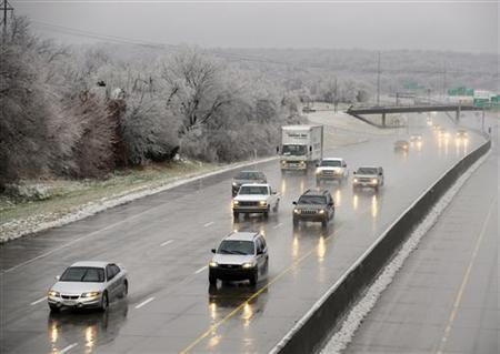 Southbound I-635 traffic flows in the freezing rain in Kansas City, Kansas, December 11, 2007. REUTERS/Dave Kaup