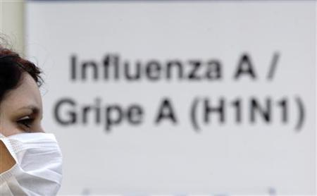 A person with a suspected case of H1N1 influenza virus waits outside Miguel Couto hospital in Rio de Janeiro July 23, 2009. REUTERS/Sergio Moraes