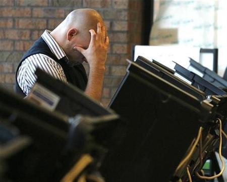 A voter casts his ballot in the U.S. presidential election in Columbus, Ohio, November 4, 2008. REUTERS/Matt Sullivan