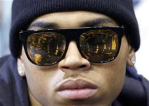 <p>Singer Chris Brown sits courtside during Game 5 of their NBA Finals basketball series between the Orlando Magic and the Los Angeles Lakers in Orlando, Florida, June 14, 2009. REUTERS/Jeff Haynes</p>