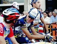 <p>Ciclisti sulla linea di partenza della Clasica di San Sebastian. REUTERS</p>