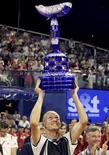 <p>Николай Давыденко празднует победу на теннисном турнире Croatia Open в хорватском Умаге 2 августа 2009 года. Россиянин Николай Давыденко, девятая ракетка мира, в воскресенье выиграл теннисный турнир Croatia Open в хорватском Умаге. REUTERS/Nikola Solic</p>