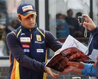 <p>Nelsinho Piquet afirmou nesta segunda-feira que a equipe Renault decidiu dispensá-lo de suas funções como piloto da equipe pelo restante do campeonato de Fórmula 1 e reclamou do tratamento desigual recebido na escuderia em relação ao companheiro Fernando Alonso. REUTERS/Stephen Hird</p>
