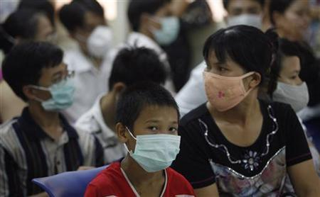 Patients wear protective masks while waiting for a health check at a hospital in Hanoi August 4, 2009.REUTERS/Kham