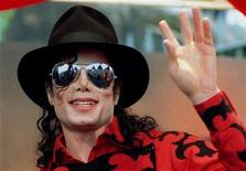 <p>Michael Jackson waves to the crowd, numbering a few thousand, gathered in front of the Sydney Opera House in this November 17, 1996 file photo. REUTERS/Megan Lewis/Files</p>