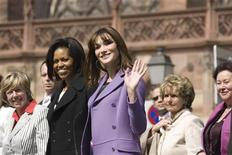 <p>U.S. first lady Michelle Obama (L) and France's first lady Carla Bruni-Sarkozy visit Strasbourg Cathedral (Notre-Dame de Strasbourg), April 4, 2009. REUTERS/Charles Platiau</p>